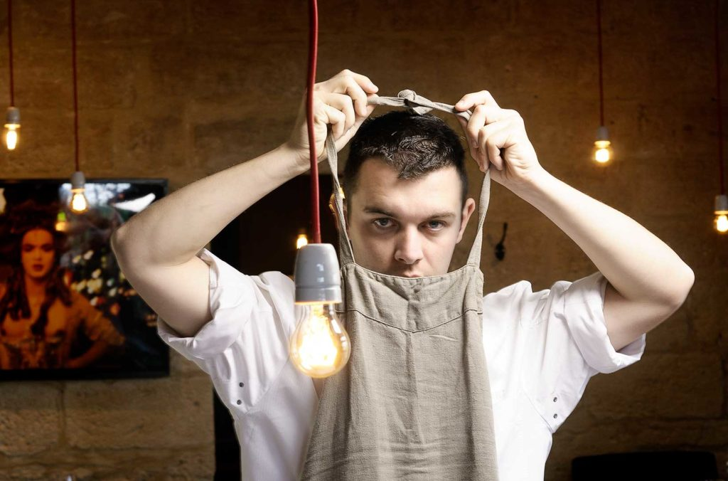 Guillauem Foucault, chef, tablier de cuisine, photo Emmanuel Perrin