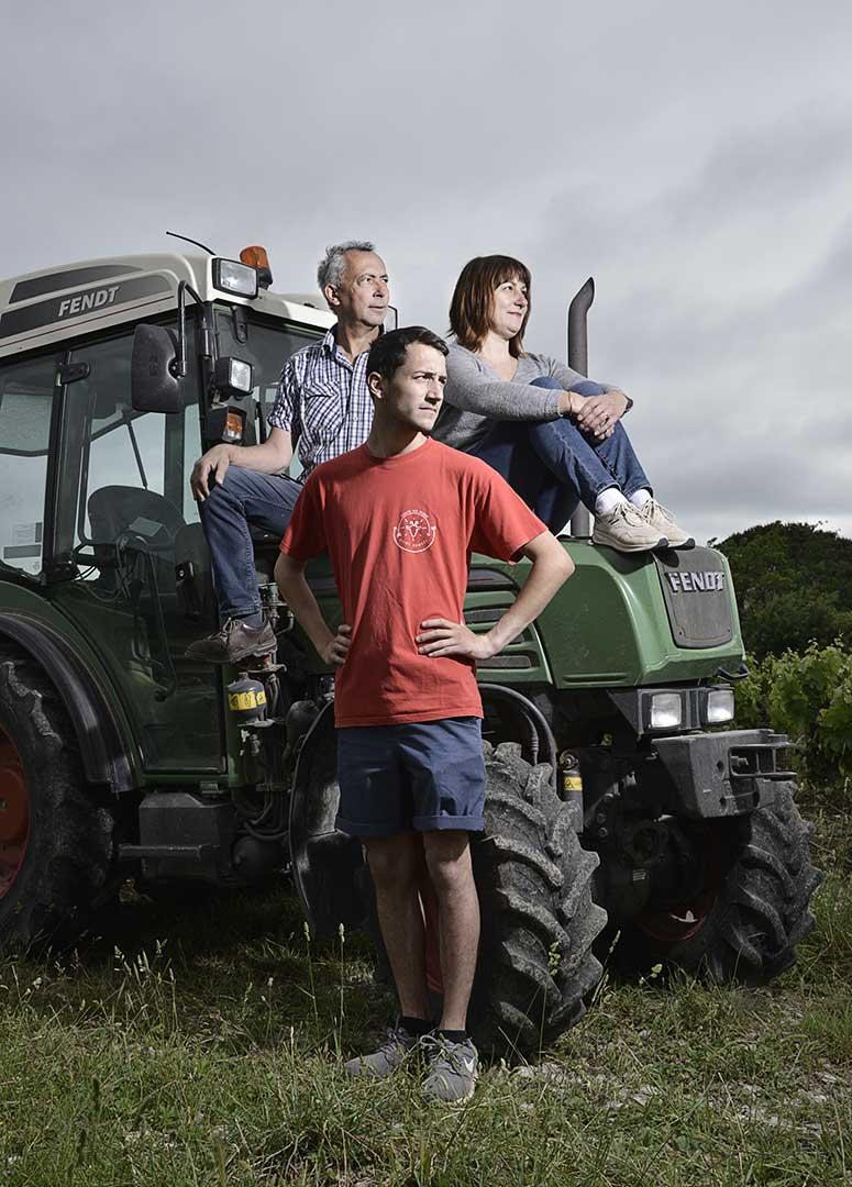 famille, vignerons, tracteur, photo Emmanuel Perrin