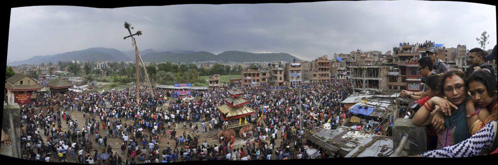 Népal, Bahktapur, panoramique, scène de rue, nouvel an, photo Emmanuel Perrin
