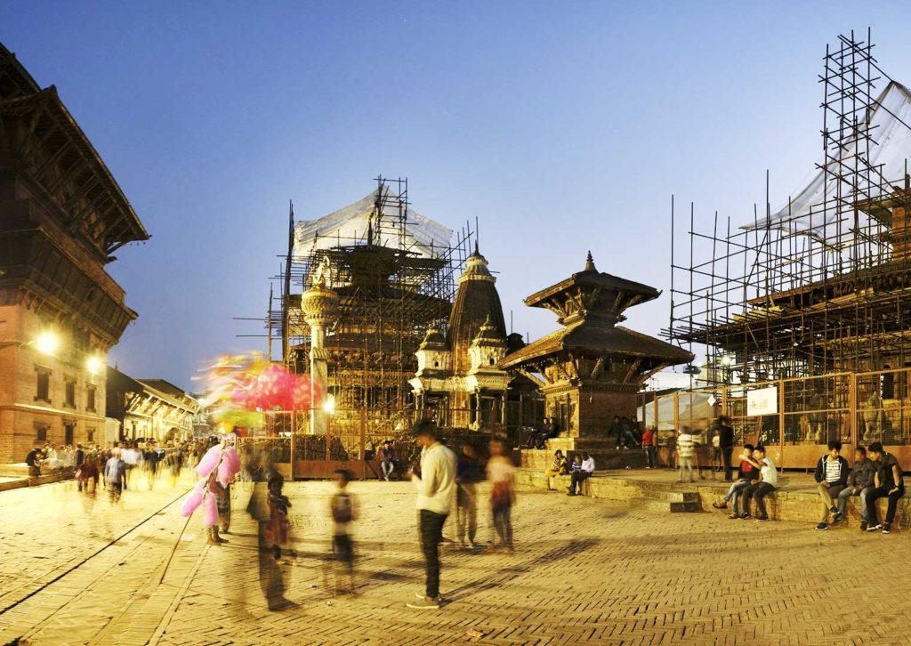 Népal, Patan, temples en reconstruction,, scène de rue, photo Emmanuel Perrin